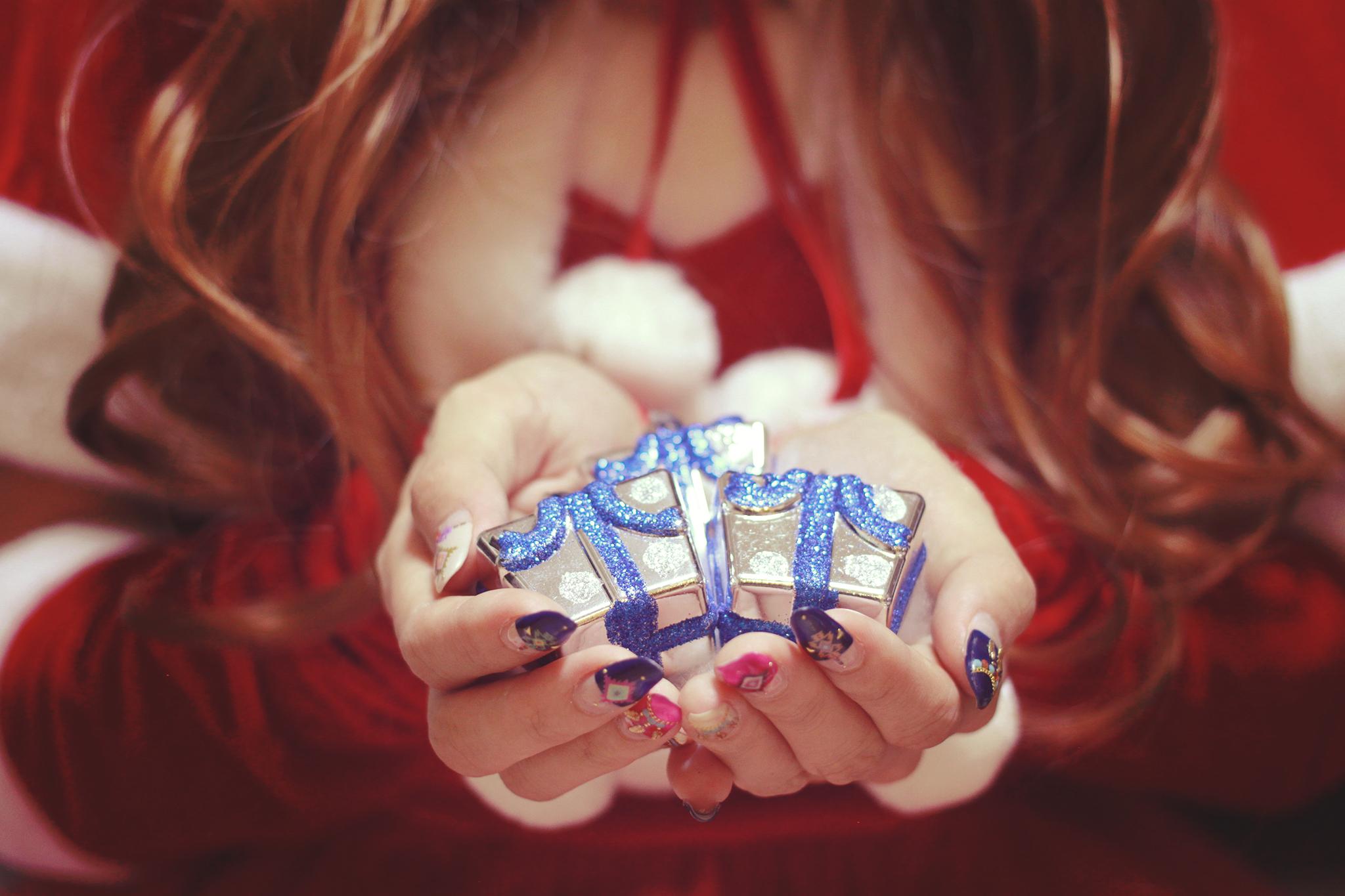 クリスマスプレゼント、毎年悩みますよね?しかも見る目が厳しい女子なら、なおさら。リーズナブルでしかも喜ばれるプレゼントを渡したい! そこで、時間のないあなたも、サクッと選べるように予算別におすすめポイントをランキング形式でご紹介 どれも、人気の品ばかりで、どんな相手に喜ばれるかも解説! これで、あなたの株も上がる事間違いなしです