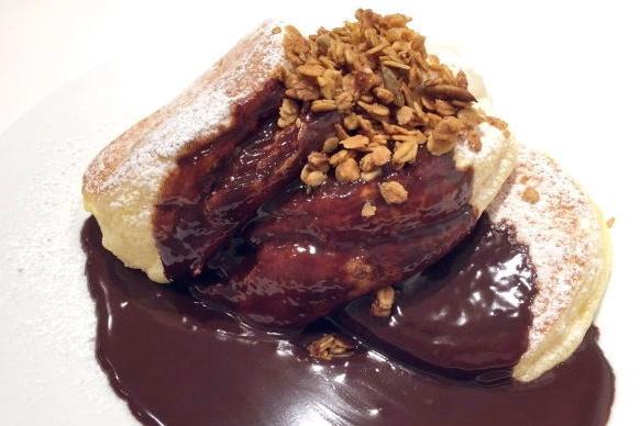 ホットチョコレートパンケーキ自家製グラノーラがけ 1,150円