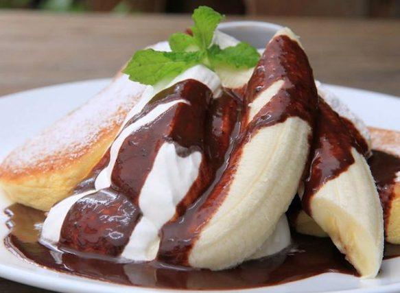 バナナホイップパンケーキチョコソース添え 1,200円
