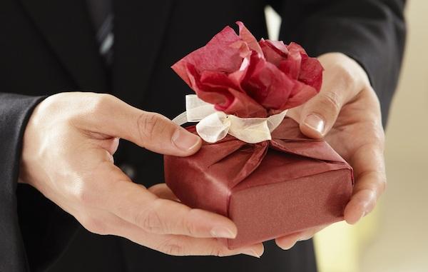 男性へのプレゼントは実用性で